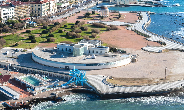 Una Terrazza Panoramica Sul Lungomare Di Livorno Acquario Di Livorno